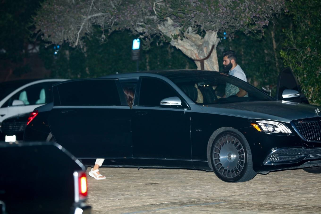 Kendall Jenner 2020 : Kendall Jenner – Out for dinner in black limo at SoHo House in Malibu-11