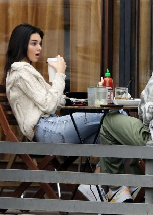 Kendall Jenner - Out for lunch in Los Angeles