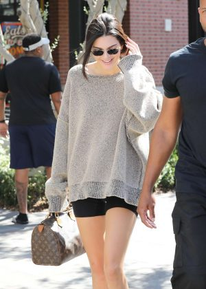 Kendall Jenner - Out in Calabasas