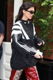 Kendall Jenner - Out shopping in New York City