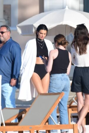 Kendall Jenner - photoshoot candids in St Tropez