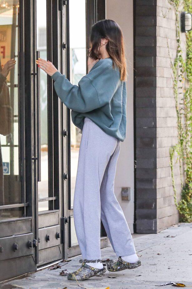 Kendall Jenner - Running errands in Beverly Hills