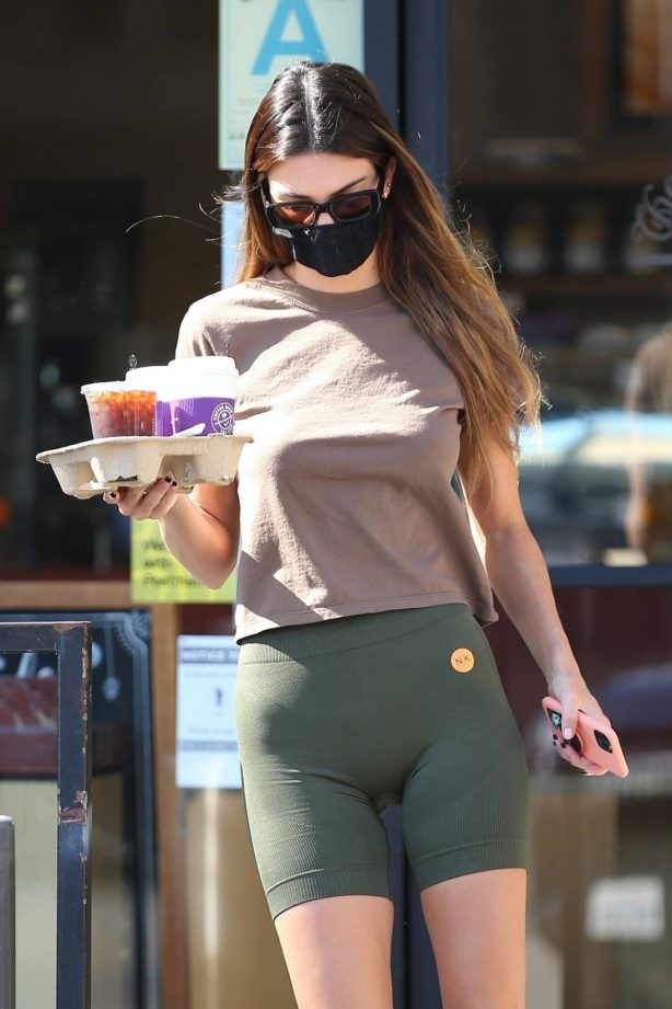 Kendall Jenner - seen at Coffee Bean and Tea in Beverly Hills