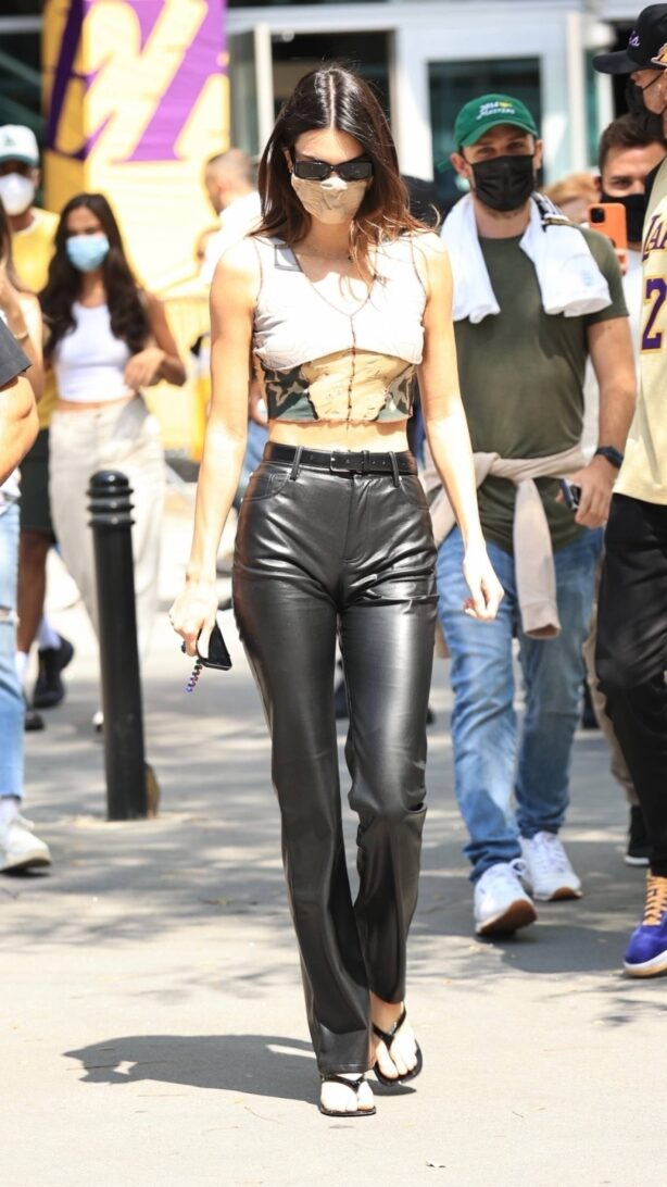 Kendall Jenner - Seen leaving the LA Lakers vs Phoenix Suns basketball game in Los Angeles