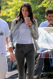 Kendall Jenner - shopping for drinks at CHa Cha Matcha in West Hollywood