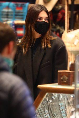 Kendall Jenner - Shopping in Aspen