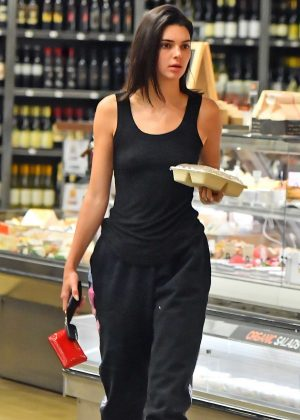 Kendall Jenner - Shopping in Los Angeles