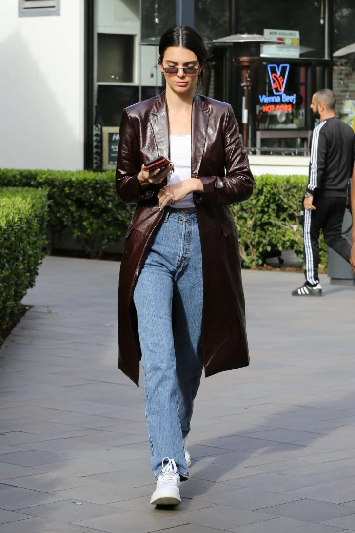 Kendall Jenner 2019 : Kendall Jenner: Shopping in Woodland Hills -06