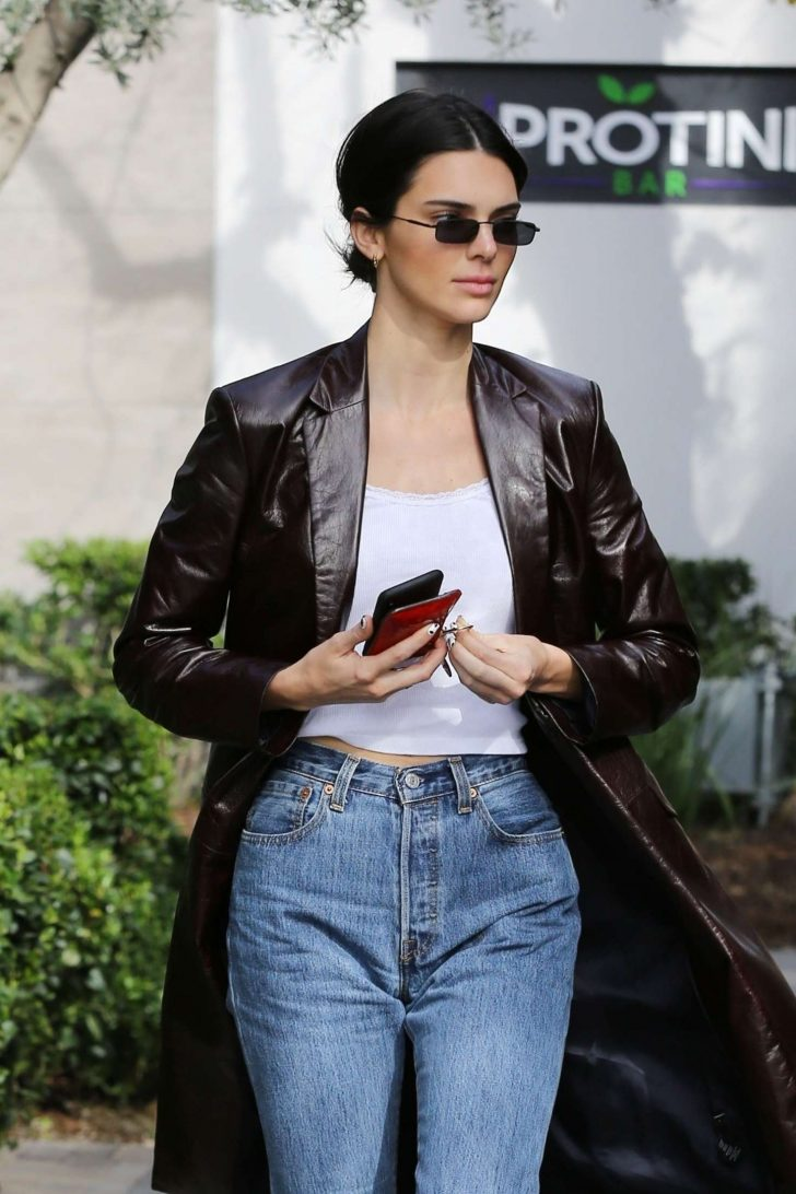 Kendall Jenner - Shopping in Woodland Hills