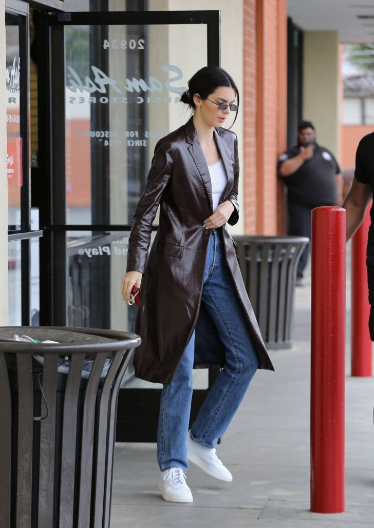 Kendall Jenner 2019 : Kendall Jenner: Shopping in Woodland Hills -13