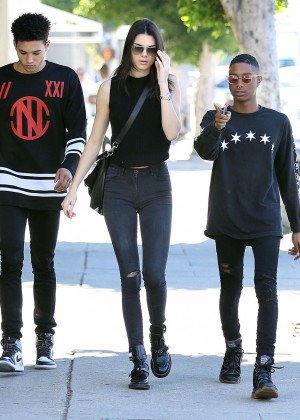 Kendall Jenner in Tight Jeans Shopping with friends in LA
