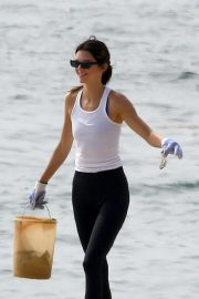 Kendall Jenner - Teams up with Heal The Bay to clean up the beaches in Malibu