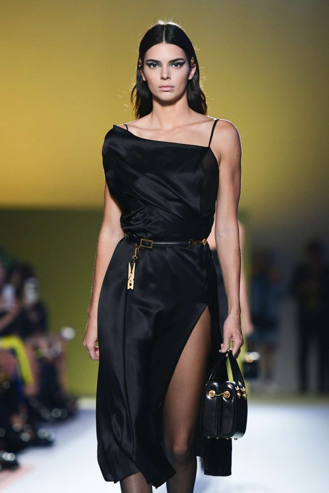 Kendall Jenner - Versace Runway Show in Milan