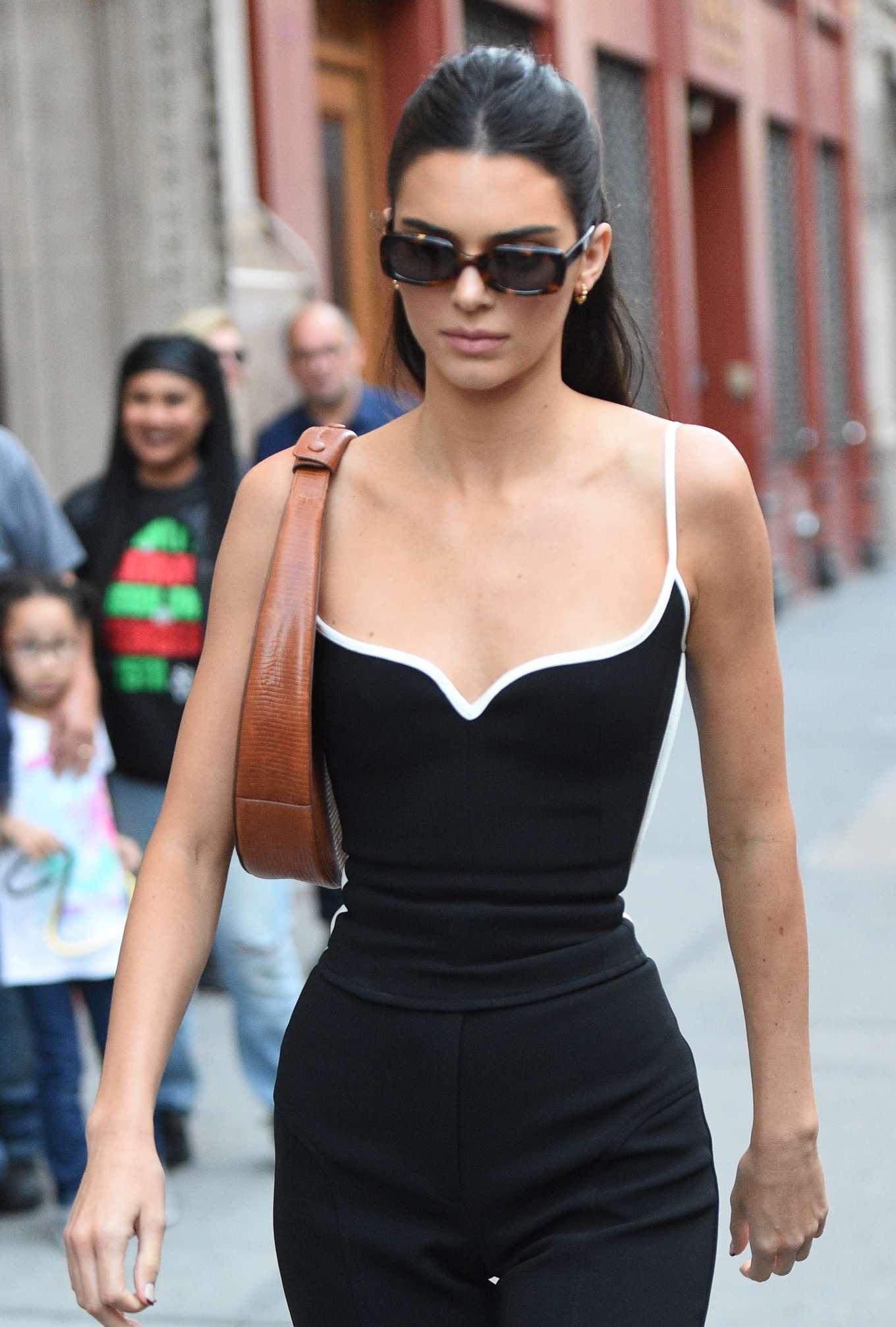 Kendall Jenner - Walking around in Soho, New York