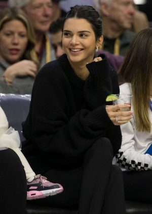 Kendall Jenner - Watches the game the Cleveland Cavaliers and Philadelphia 76ers in Philadelphia