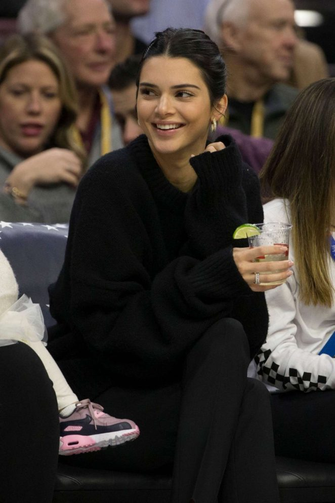 Kendall Jenner – Watches the game the Cleveland Cavaliers and Philadelphia 76ers in Philadelphia
