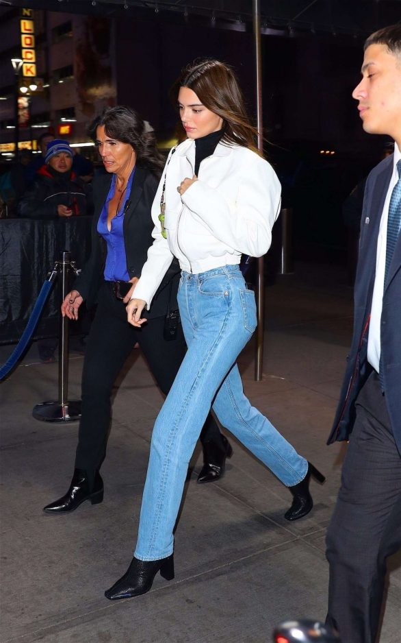 Kendall Jenner 2019 : Kendall Jenner – Wearing blue jeans in NY-05