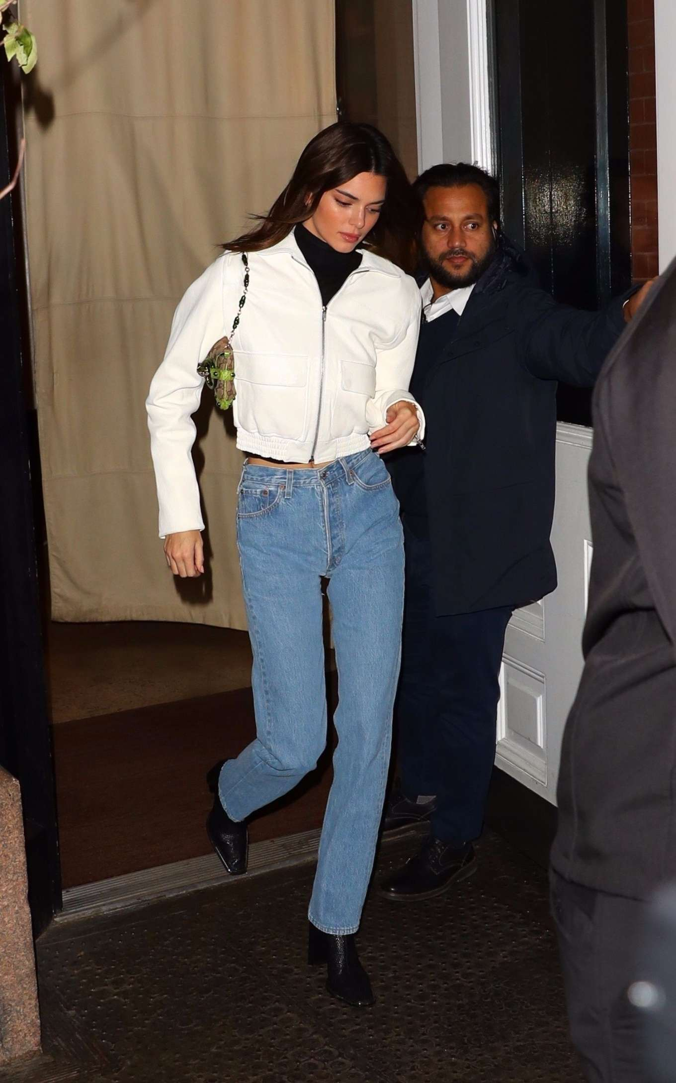 Kendall Jenner 2019 : Kendall Jenner – Wearing blue jeans in NY-15