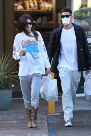 Kendall Jenner - With her boyfriend Devin Booker seen at Jayde's Market in Bel-Air