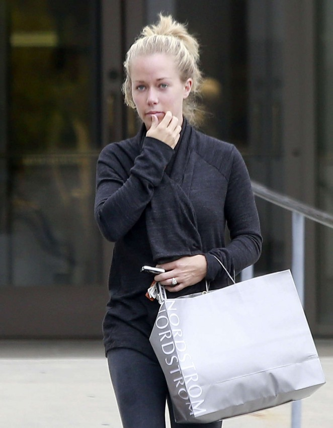 Kendra Wilkinson - Leaving Nordstrom in Sherman Oaks