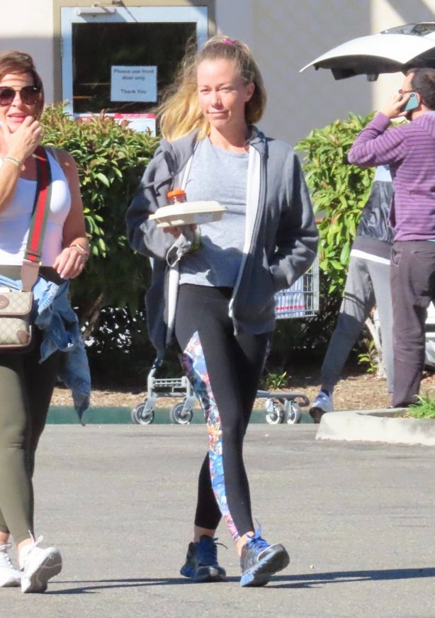 Kendra Wilkinson - Out for a lunch