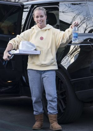 Kendra Wilkinson out in Calabasas