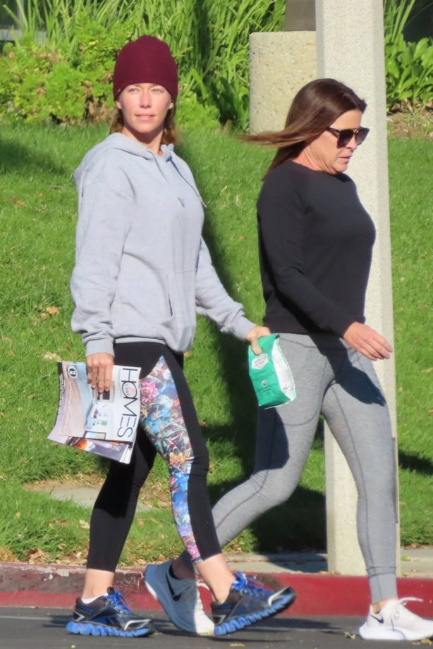 Kendra Wilkinson - Seen with a friend after a nice lunch in Calabasas