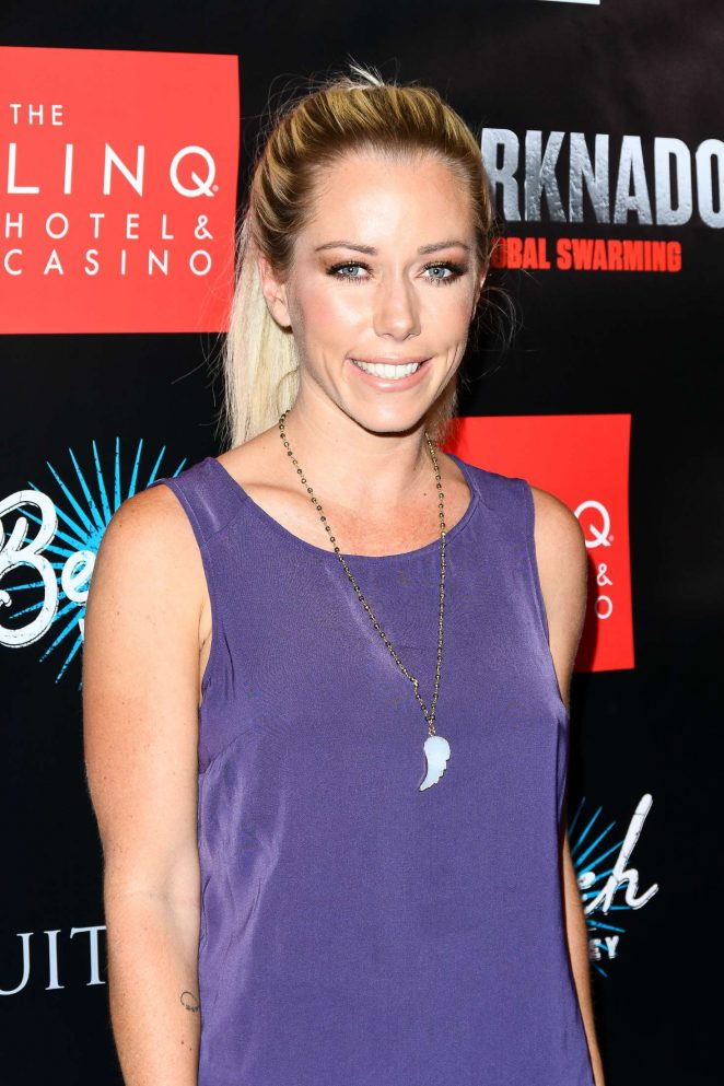 Kendra Wilkinson - 'Sharknado 5: Global Swarming' Premiere in Las Vegas
