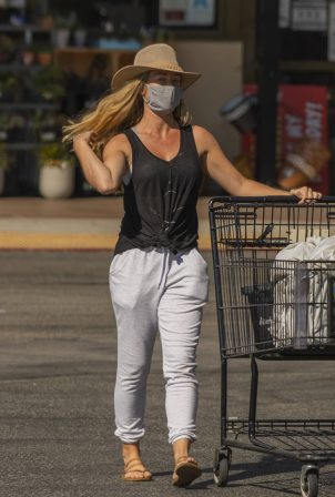 Kendra Wilkinson - Shopping in Los Angeles