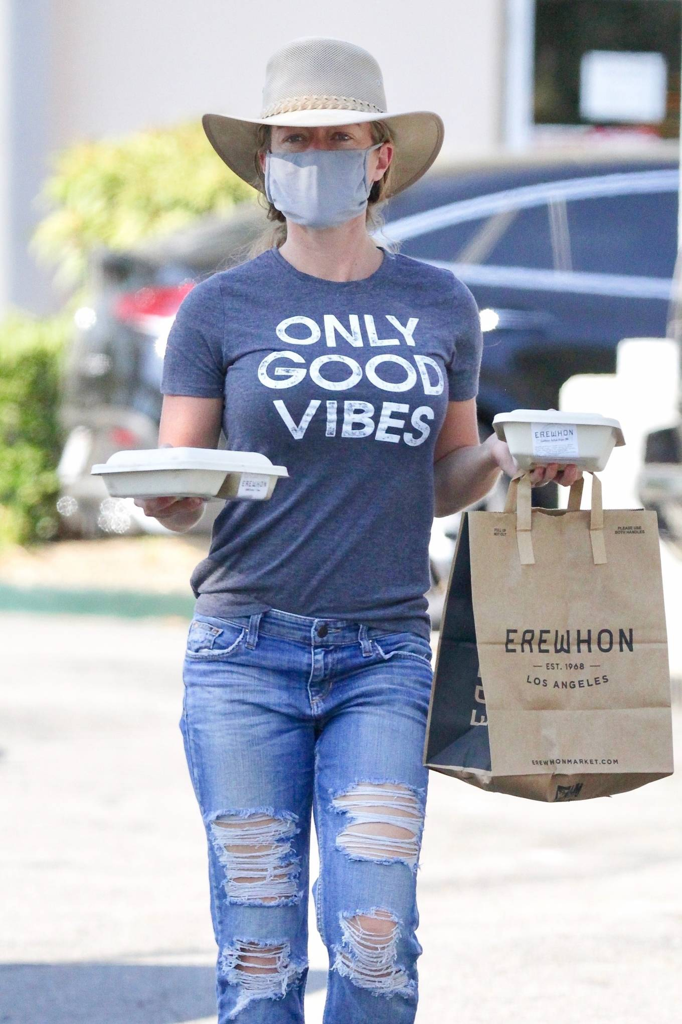 Kendra Wilkinson 2020 : Kendra Wilkinson – Wears an Only Good Vibes T-Shirt at Erewhon Market in Calabasas-06