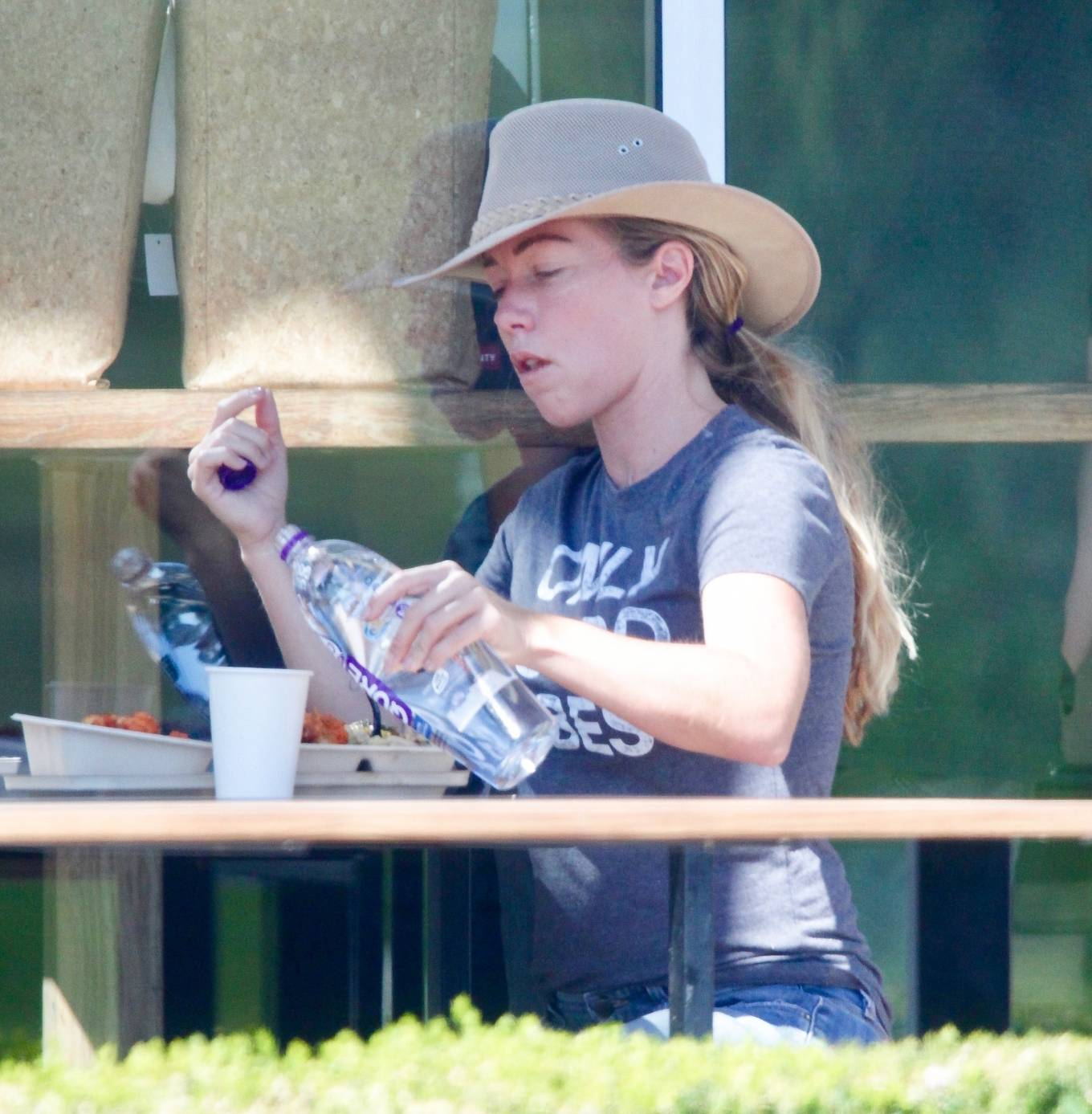 Kendra Wilkinson 2020 : Kendra Wilkinson – Wears an Only Good Vibes T-Shirt at Erewhon Market in Calabasas-09