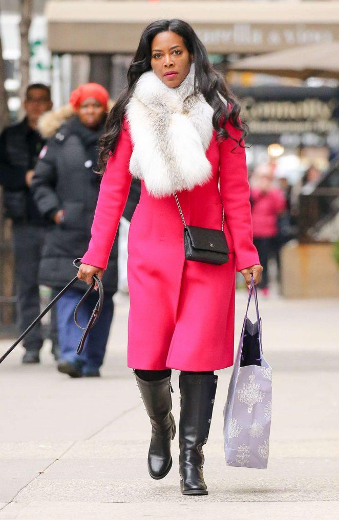 Kenya Moore walking her dogs in New York City
