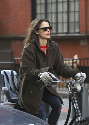 Keri Russell - Riding her bike in Brooklyn