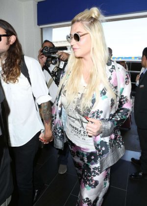 Kesha - Arrives at LAX Airport in Los Angeles