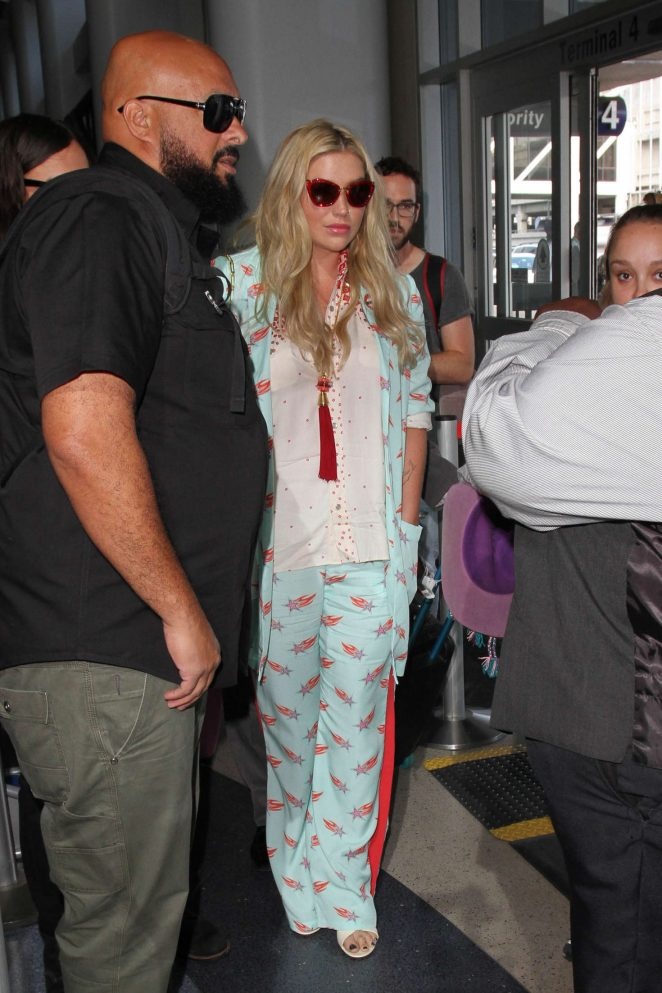 Kesha - Arrives at LAX in Los Angeles
