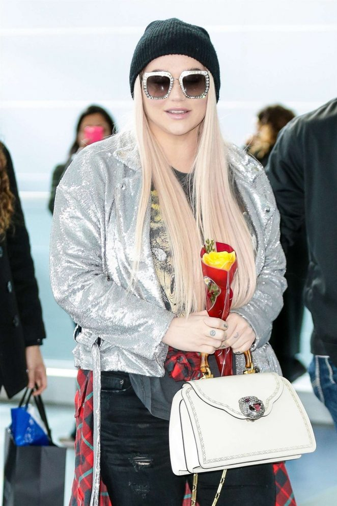 Kesha - Arriving at JFK aiport in New York