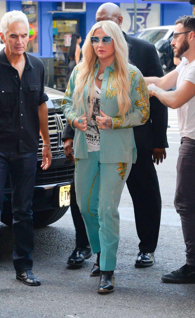 Kesha - Arriving at Z100 in New York City