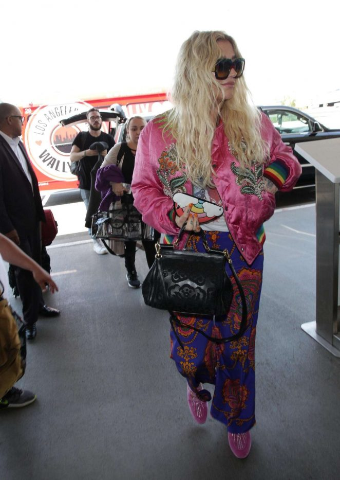 Kesha at LAX airport in Los Angeles