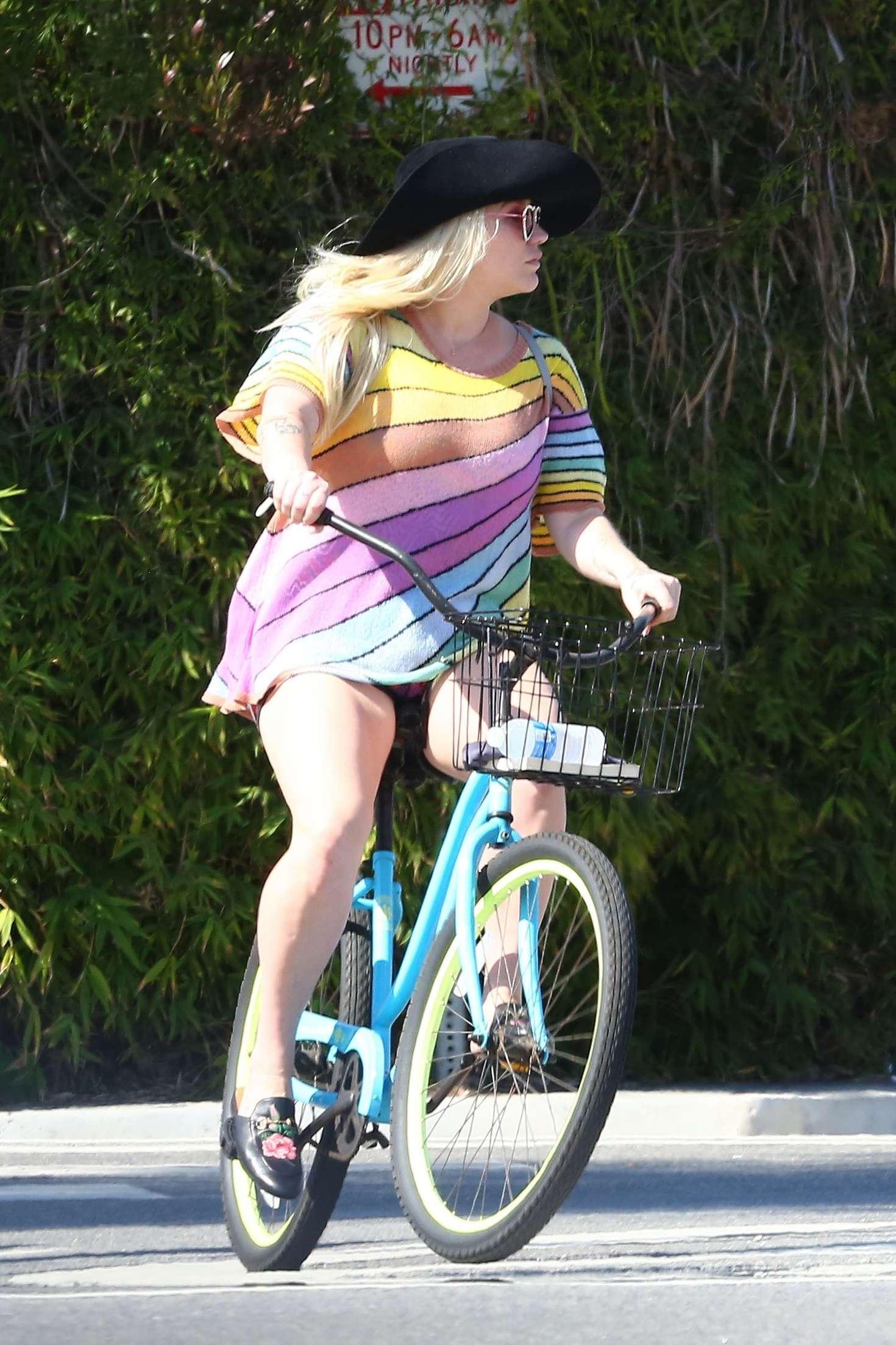 Sara Jean Underwood Bike Delightful kesha – bike riding in venice | celebslianxio