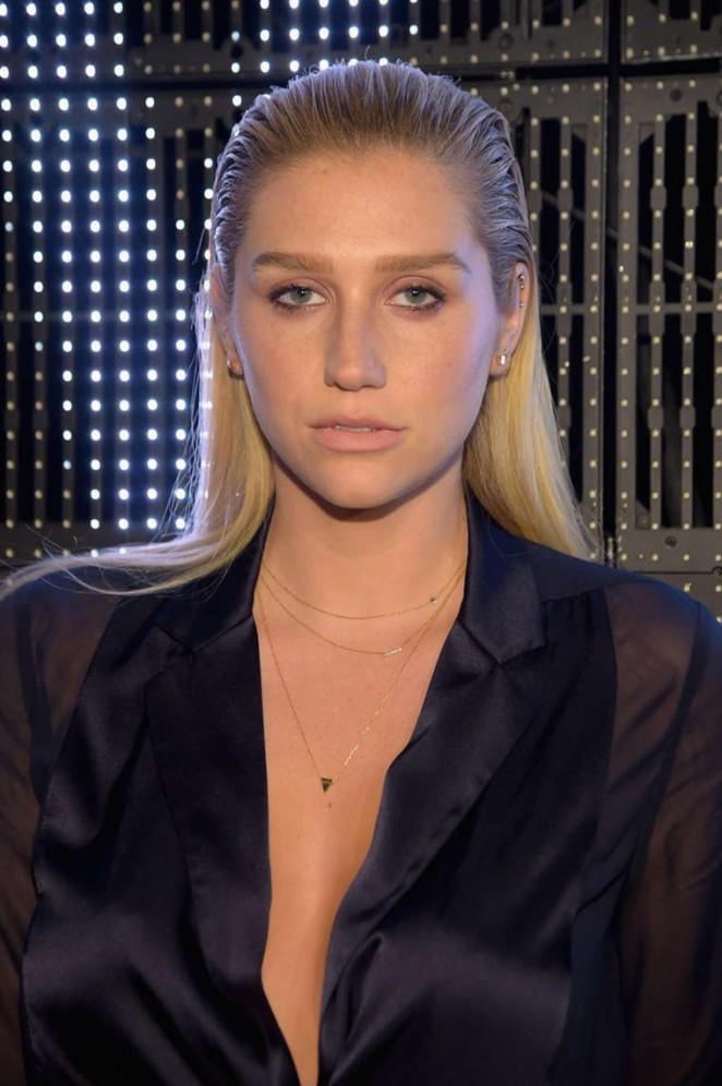 Kesha – DKNY Fashion Show in NYC