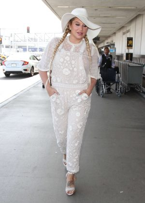 Kesha in White at LAX Airport in Los Angeles
