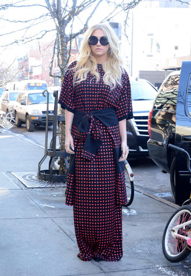 Kesha – Leaving her hotel in NYC -03