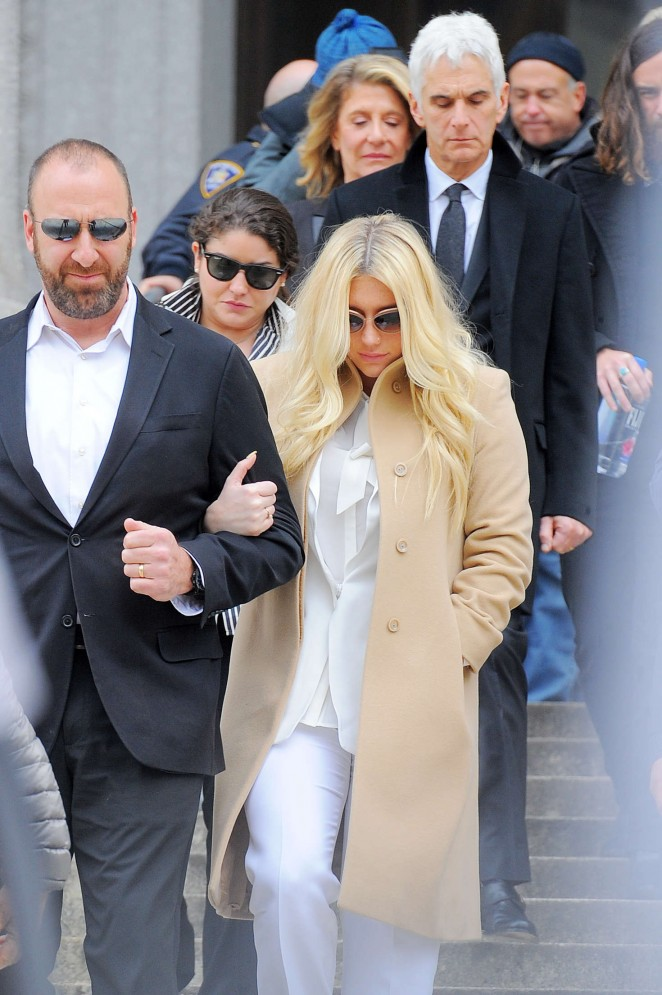 Kesha: Leaving the Court House -07