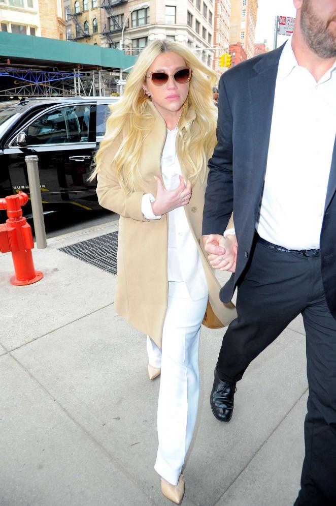 Kesha: Leaving the Court House -11