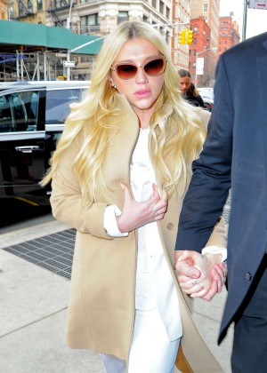 Kesha - Leaving the Court House in New York