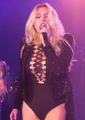 Kesha - Performing at the Hollywood Vampires Concert