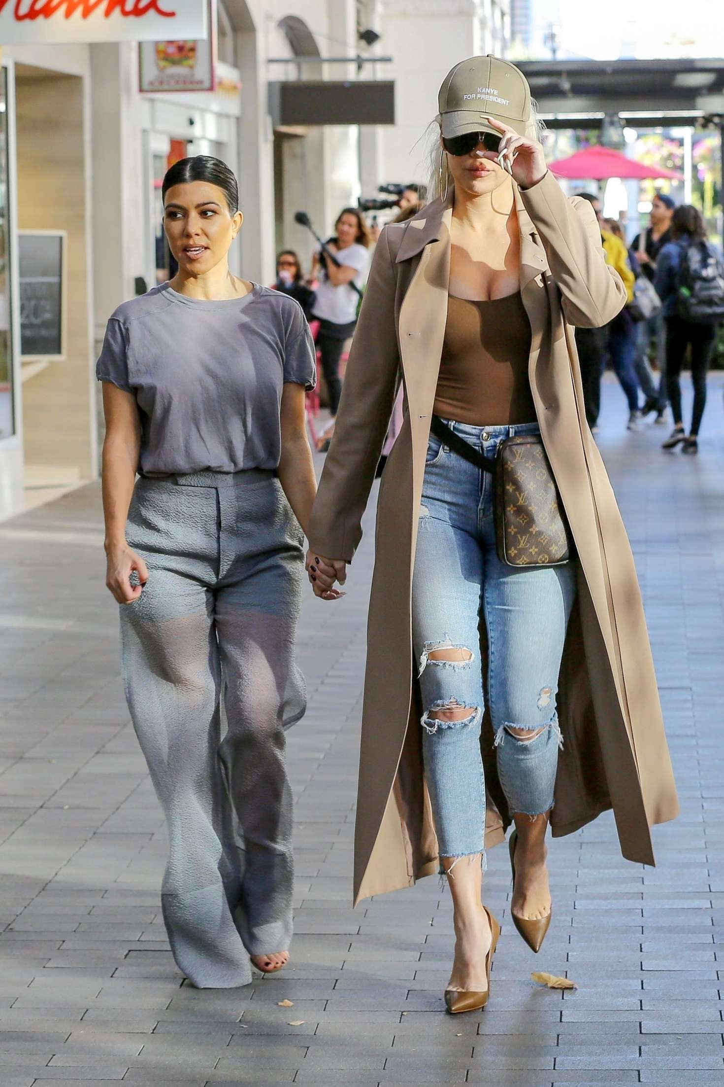Khloe Kardashian 2019 : Khloe and Kourtney Kardashian: Filming KUWTK -01