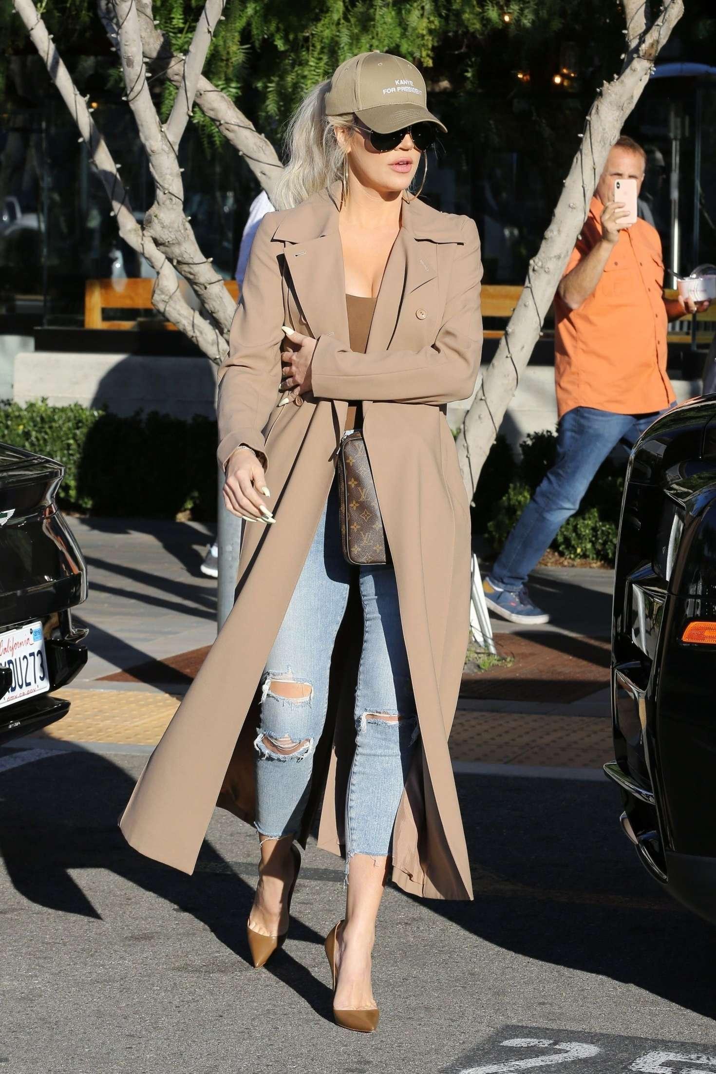 Khloe Kardashian 2019 : Khloe and Kourtney Kardashian: Filming KUWTK -04