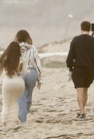 Khloe Kardashian and Kim Kardashian - Keeping Up With The Kardashians set on the beach in Malibu