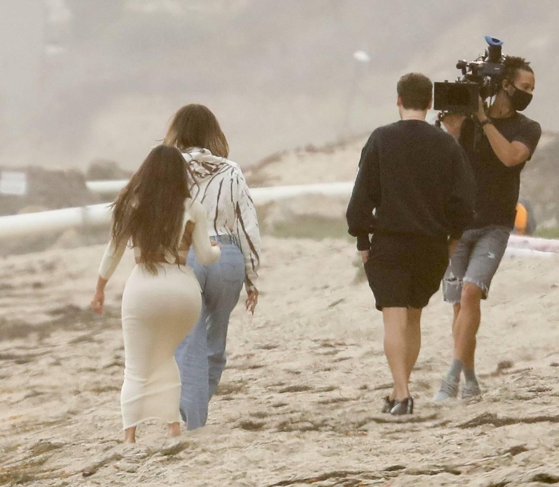Khloe Kardashian and Kim Kardashian - Keeping Up With The Kardashians set on the beach in Malibu